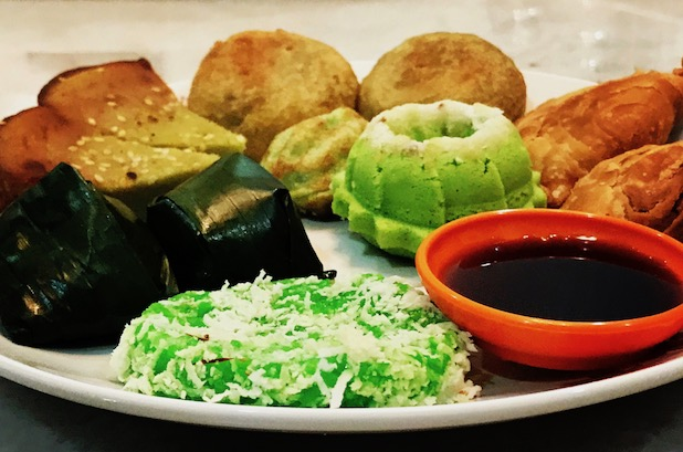A Guide to Eating Malaysian Kuih (Local Cakes) for Vegans